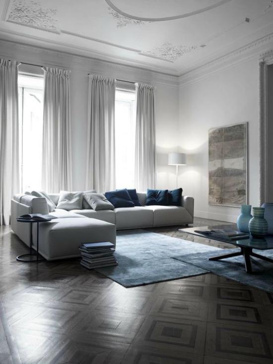 French Chic im Interieur erstklassiges Wohnzimmer ultramodern eingerichtet weiß und blau in Kombination
