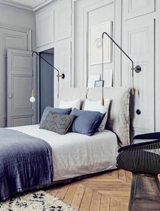 Γαλλική κομψή στο εσωτερικό όμορφη κρεβατοκάμαρα Γκρι δεσπόζει στην κομψή μπλε τόνους