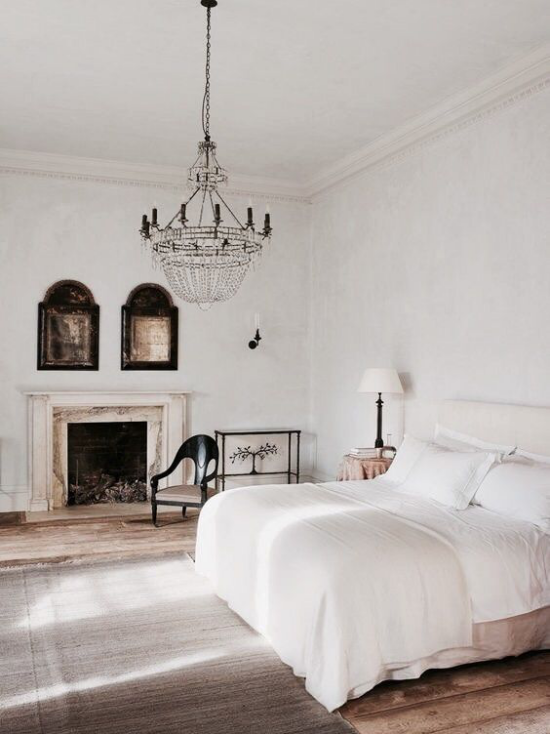 French Chic im Interieur schönes geräumiges Schlafzimmer
