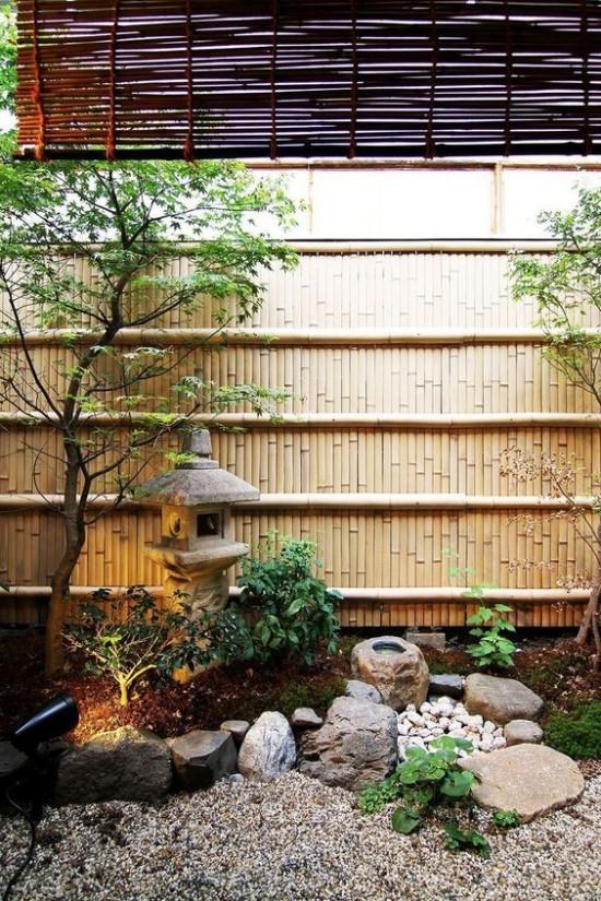 Japanischer Garten hohe Ästhetik visuelle Harmonie Bambusand Steine Kies Laterne aus Stein