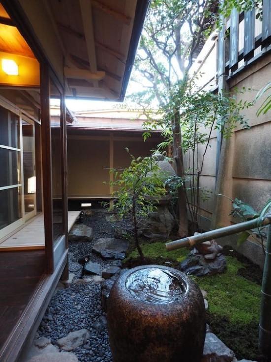Japanischer Garten hohe Ästhetik visuelle Harmonie Steine Moos Wasserschale