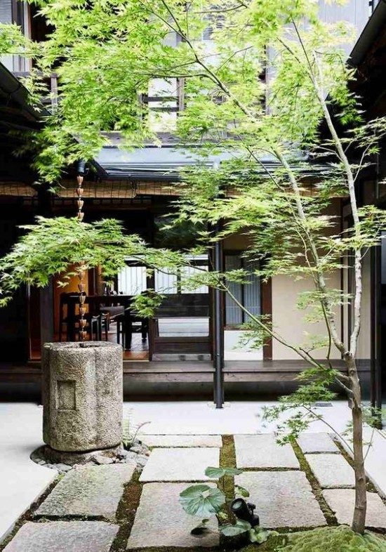 Japanischer Garten hohe Ästhetik visuelle Harmonie Steinplatten Bäume Brunnen