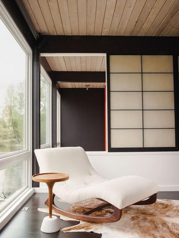 Japanisches Wohnzimmer Sitzecke Sessel elegante Gestaltung helle Farben edle Schlichtheit reduzierte Ästhetik