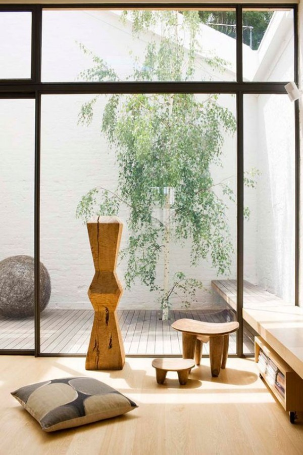 Japanisches Wohnzimmer deckenhohe Fenster keine Grenze zwischen drinnen und draußen
