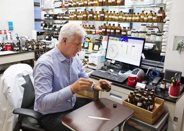 KI kreierte Parfums kommen bald auf den Markt profi testet und verbessert das aroma