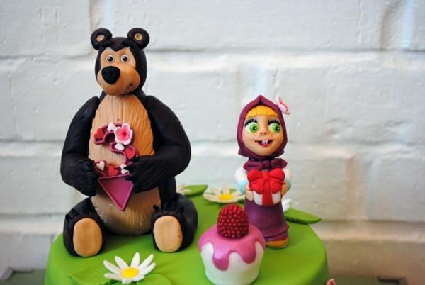Mascha und der Bär Torte Motivtorte Kindergeburtstag Gumpaste Figuren