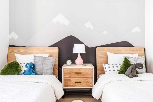 Nachtlampe zwischen zwei Betten