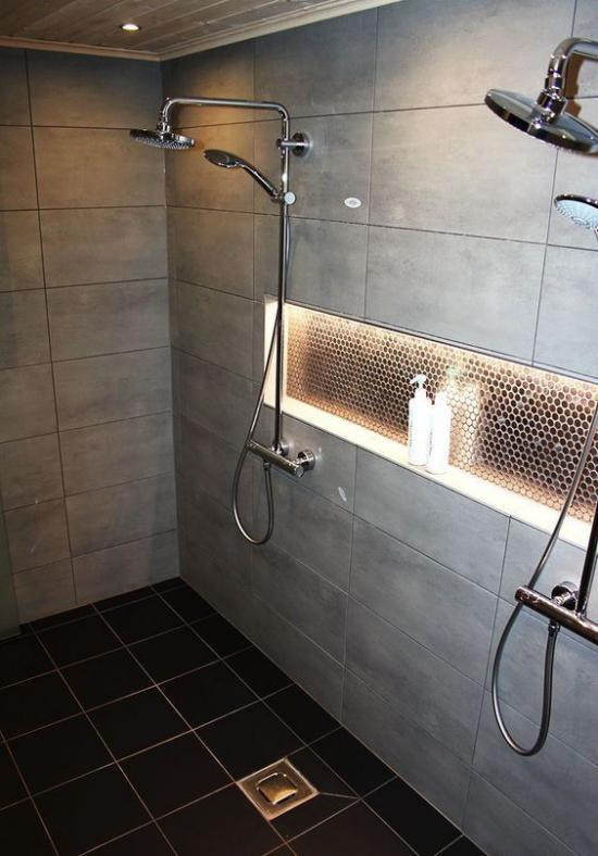 Passendes Licht im Bad Deckenstrahler eingebaute Beleuchtung hoch im Trend im modernen Bad