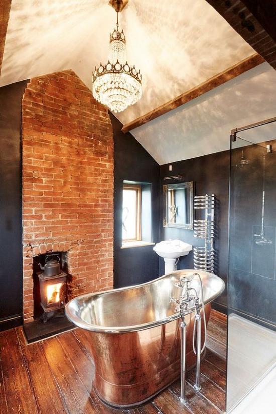 Passendes Licht im Bad im Retro Stil Ziegelwand Badewanne Hängeleuchte Ofen