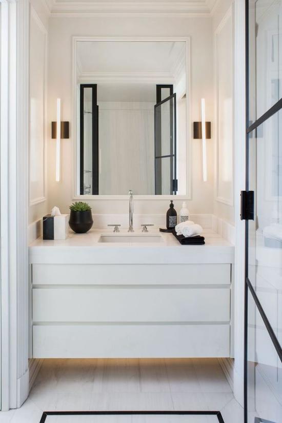 Passendes Licht im Bad kleiner Raum Waschtisch modern gestaltet richtig gut beleuchtet