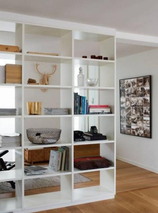 Raumteiler Bücherregal tolles DIY Projekt selber bauen Lieblingsbücher Souvenirs zur Schau stellen