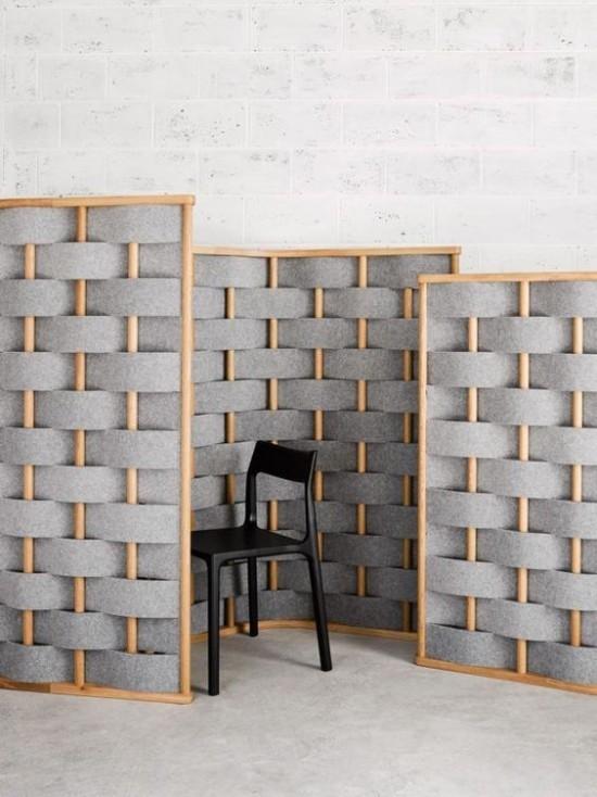 Raumteiler Paravent einfaches Design in drei Teilen in Grau schwarzer Stuhl