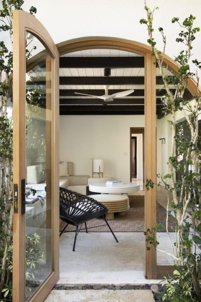 Restaurierung eine historische Villa in Puerto Wohnzimmer Glastüren einladend und entspannend wirken