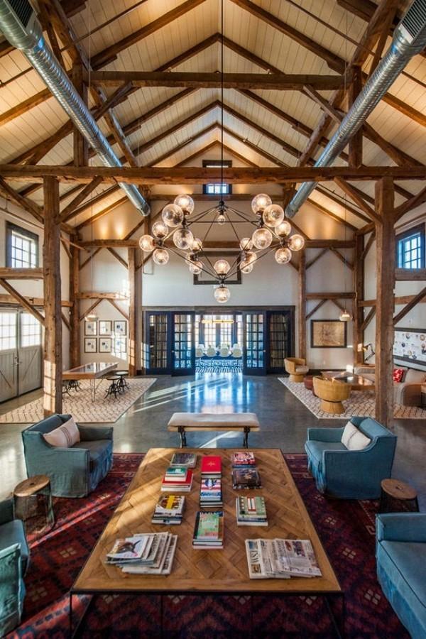 Scheune umbauen offenes Wohnkonzept im Inneren viele Gestaltungsmöglichkeiten
