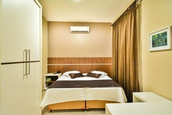 Schlafzimmer in Beige - Stauraumbett
