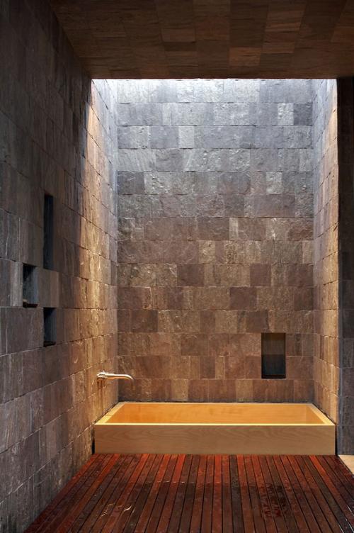 Stein im Bad breiter Einsatz Duschecke Tageslicht von oben