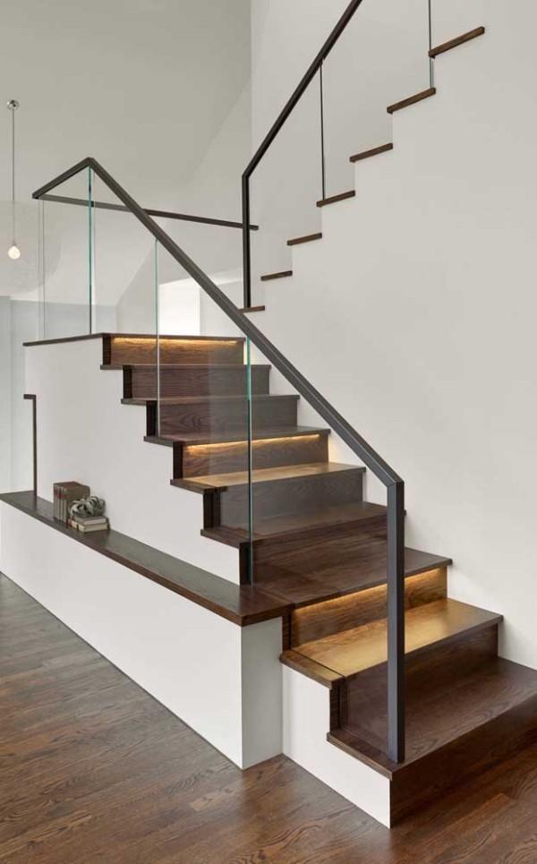 Treppengestaltung - beleuchtete Treppen mit tollen Geländern aus Glas