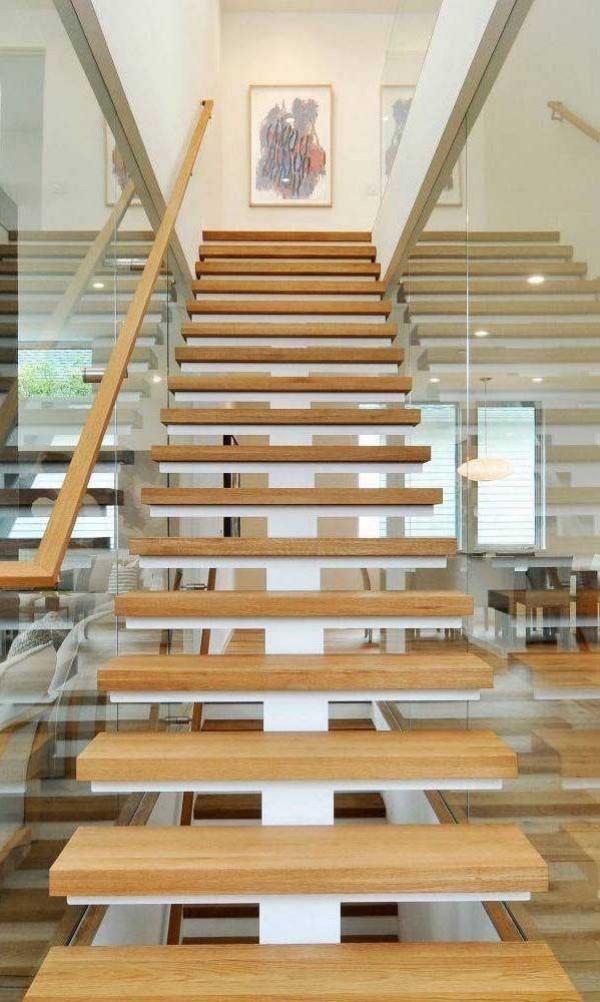 Treppengestaltung - weiße und schöne Holztreppe