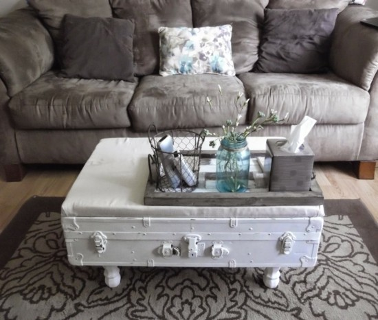 alter koffer in weiß gestrichen truhentisch