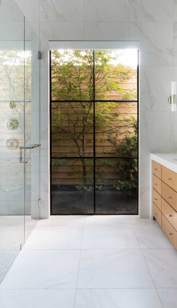 aluminiumfenster - dünne Rahmen für eine Tür