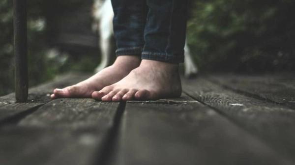 barfuß laufen gesund earthing gesundheitstrend