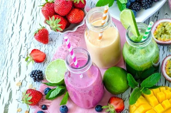 basisches frühstück smoothies aus gemüse und obst