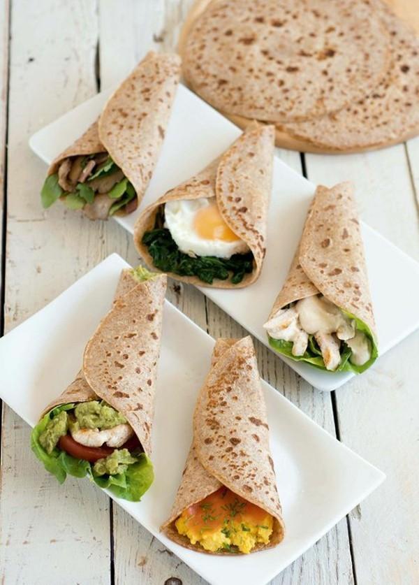 basisches frühstück wraps mit eiern und gemüse