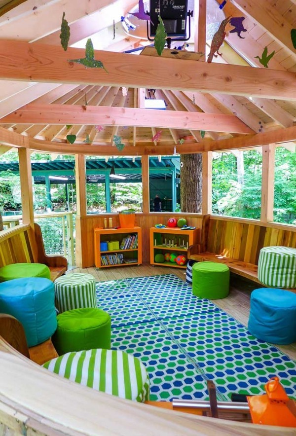 baumhaus - blau grüner teppich