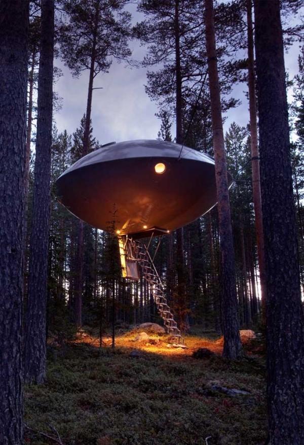 baumhaus - futuristische formgebung