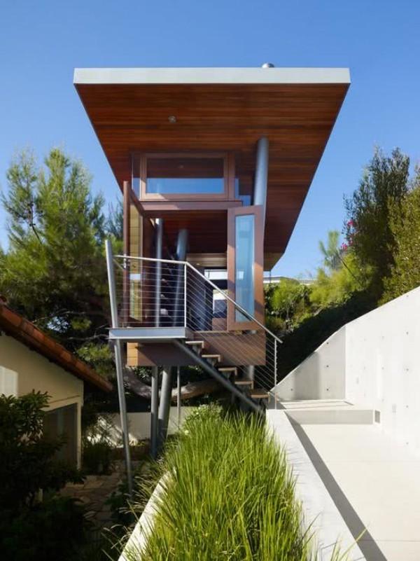 baumhaus geschaffen aus glas und metall