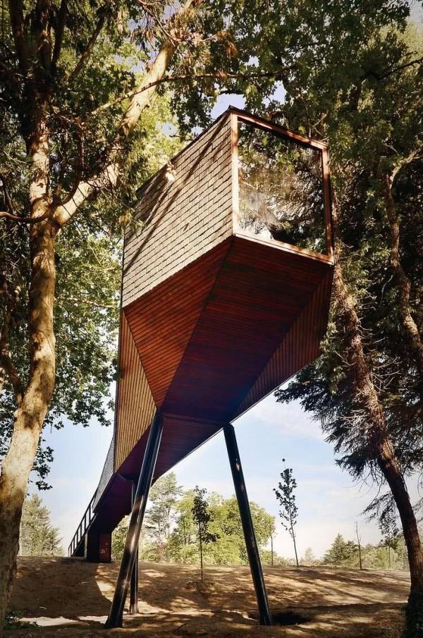 baumhaus minimalismus und futurismus