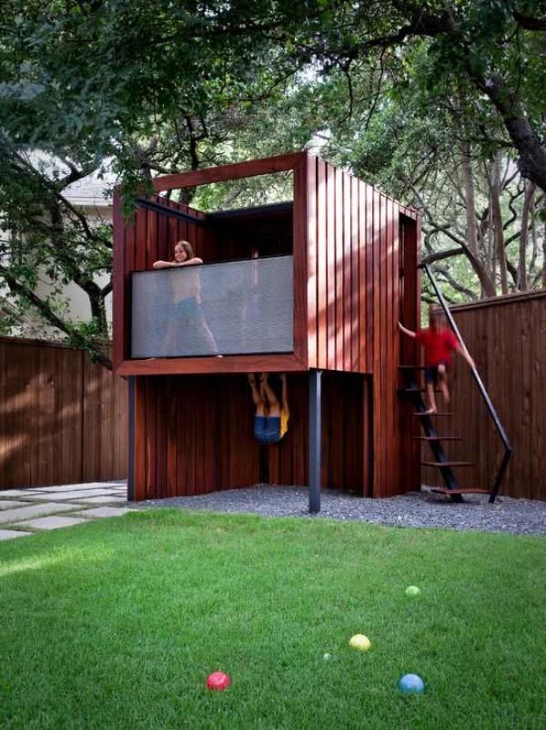baumhaus und spielfläche für die kinder