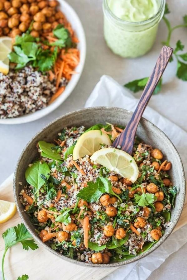 buddha bowl rezepte mit kichererbsen quinoa und grünkohl