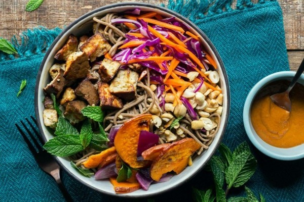 buddha bowl rezepte nudel tofu nüsse salat