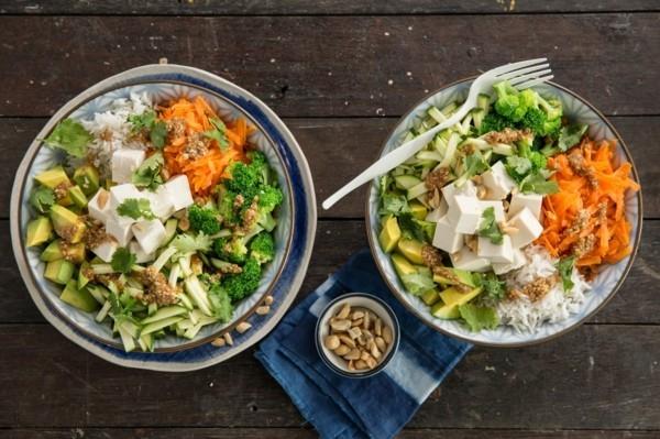 buddha bowl rezepte sommersalate mit gemüse und feta