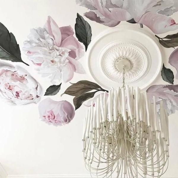 dekorative deckengestaltung mit pfingstrosen