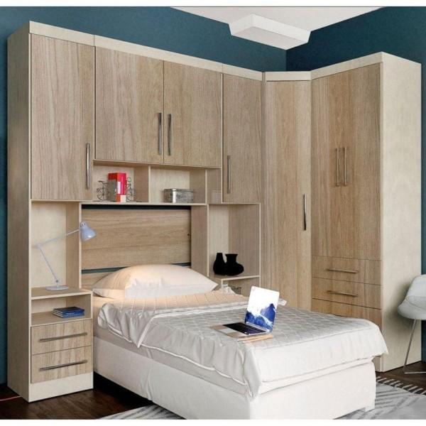 einzimmerwohnung - helles holz und grüne wände