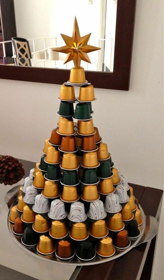 eleganten weihnachtsbaum basteln mit kaffeekapseln