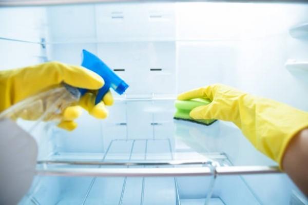 gelbe handschuhe - geruch im kühlschrank