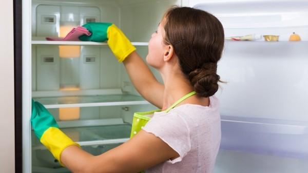 geruch im kühlschrank - sehr vorsichtig saubermachen