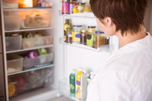 geruch im kühlschrank - viele produkte