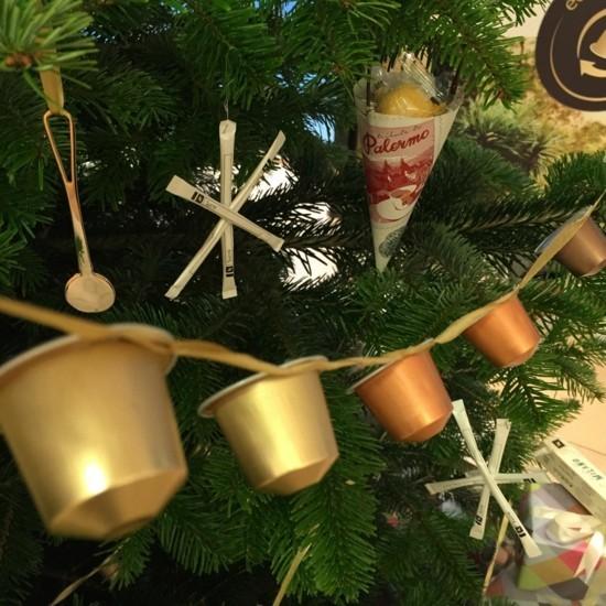 girlande als weihnachtsschmuck basteln mit kaffeekapseln