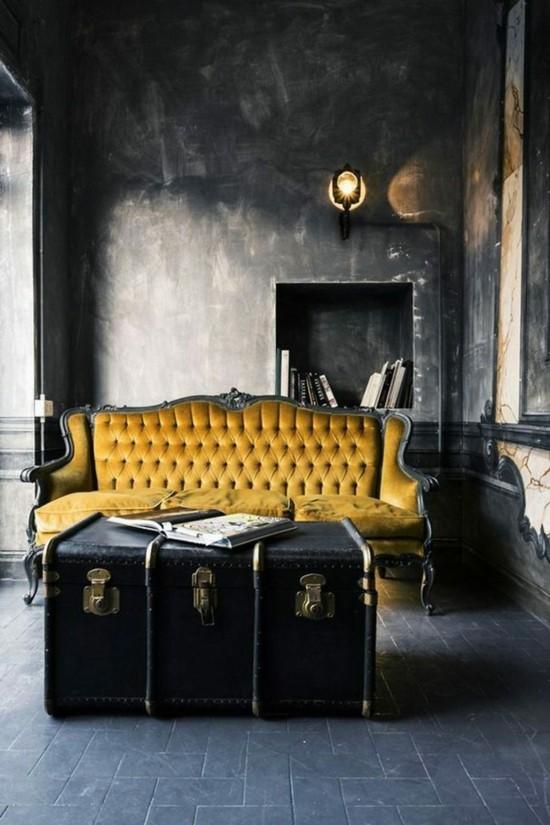 gotische wohnzimmereinrichtung mit truhentisch
