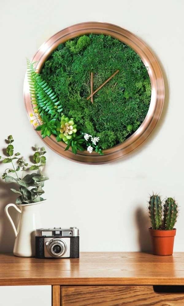 grüne bepflanzung - wunderbare wanduhr