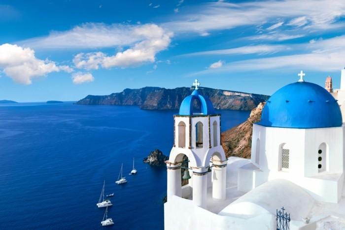 griechische Inseln Santorin Küste Kirchen Sommerurlaub