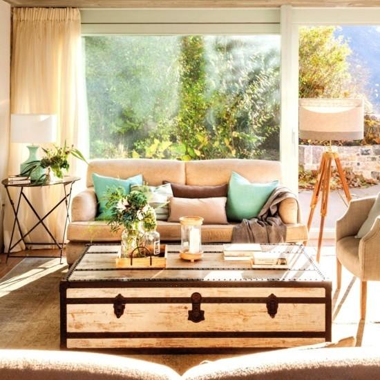 herrliche wohnzimmereinrichtung mit truhentisch