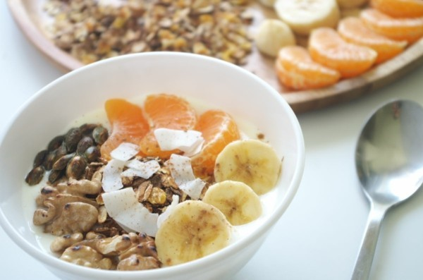 joghurt mit grapefruit bananen und walnüssen basisches frühstück