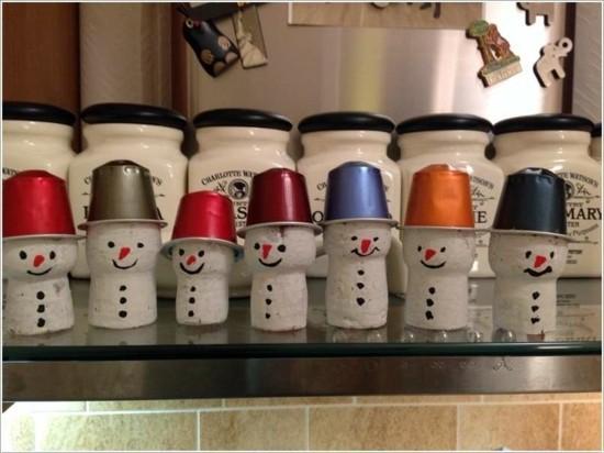 lustige schneemänner basteln mit kaffeekapseln und korken