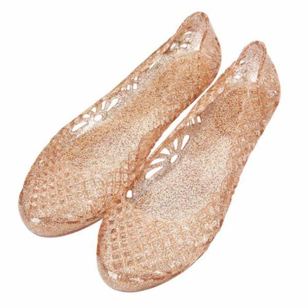 sandalen aus plastik - tolle herbsttrends