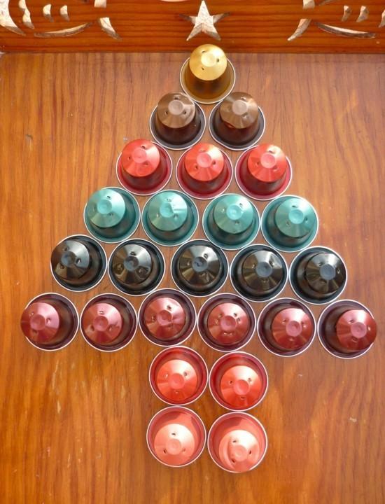 upcycling weihnachtsbaum basteln mit kaffeekapseln